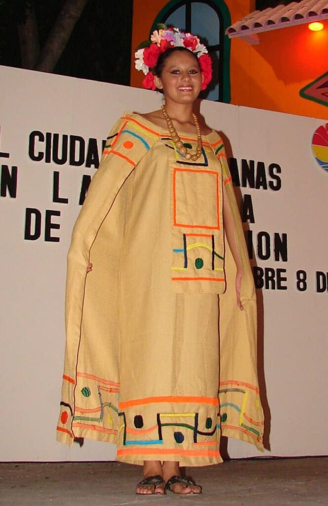Foto 1.- Chetumaleña con reminiscencia prehispánica.