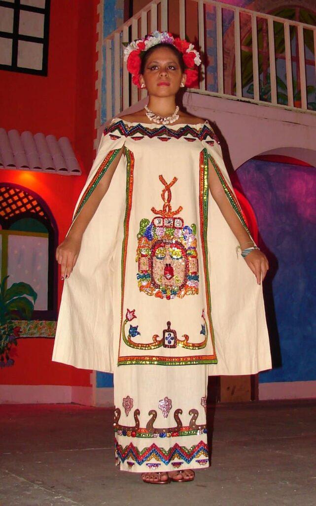 Foto 2.- Chetumaleña con reminiscencia prehispánica.