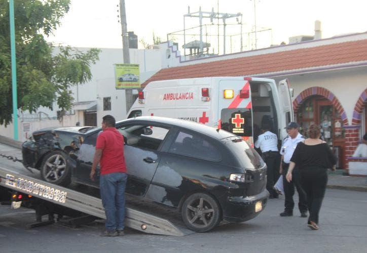 Aparatoso accidente deja dos heridos en Chetumal