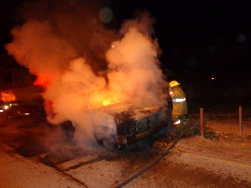 Vándalos incendian camioneta en Cozumel