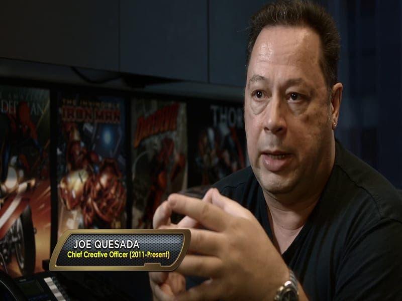 Joe Quesada, jefe creativo de Marvel, es una de las múltiples personalidades que relatan su experiencia cercana con Stan Lee.