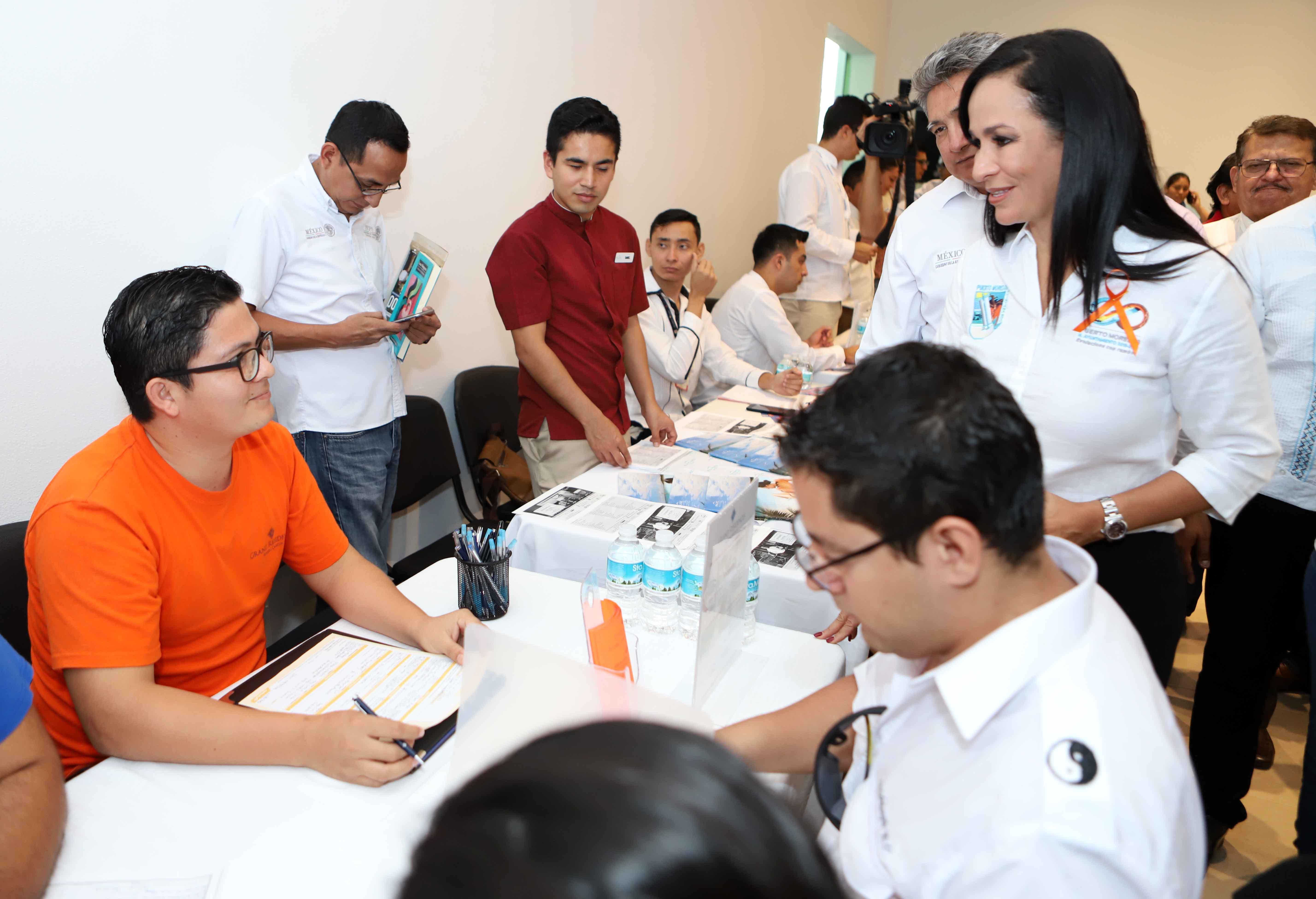 Puerto Morelos oferta 400 vacantes en feria de empleo: Laura Fernández