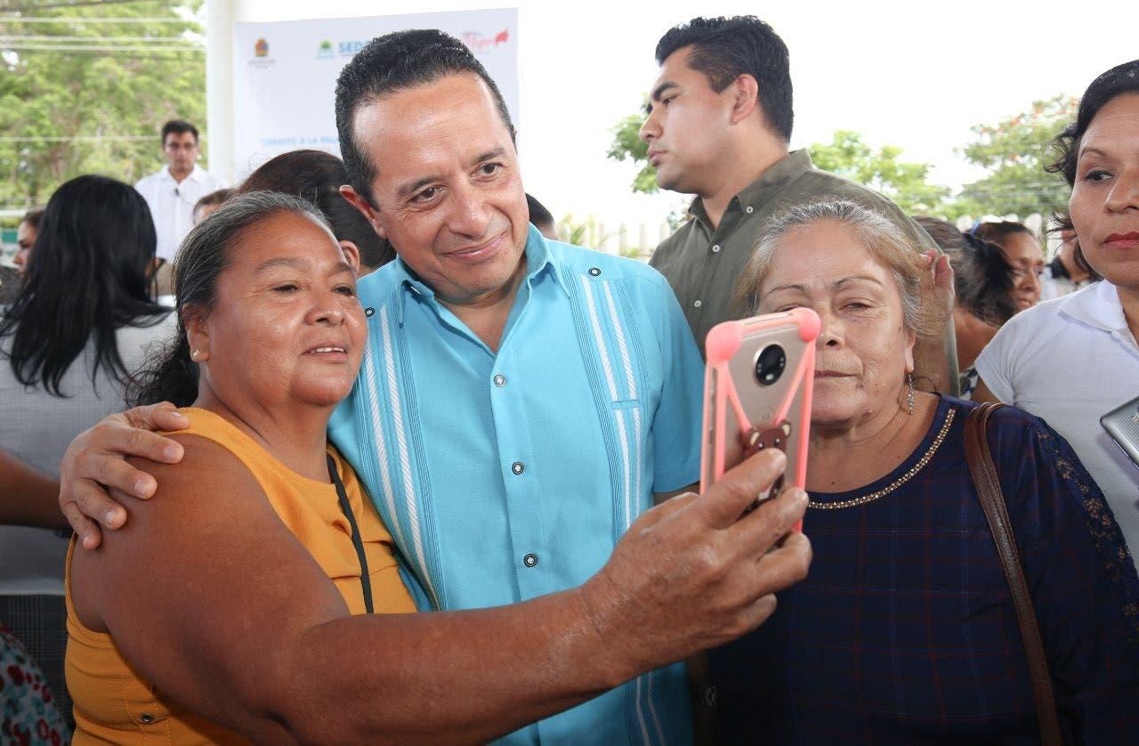 El gobernador Carlos Joaquín entregó un millón 540 mil pesos en 308 créditos