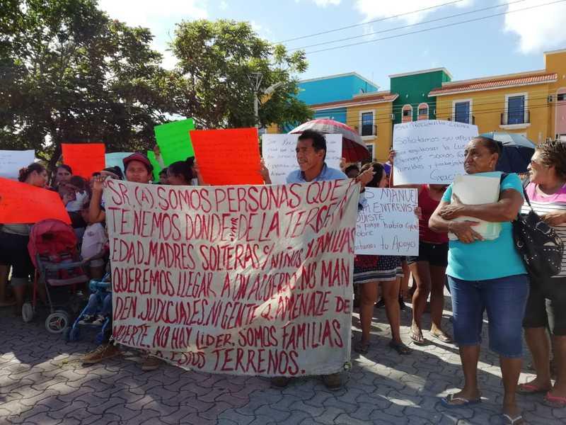 Con plantón exigen ayuda a la alcaldesa Laura Beristain