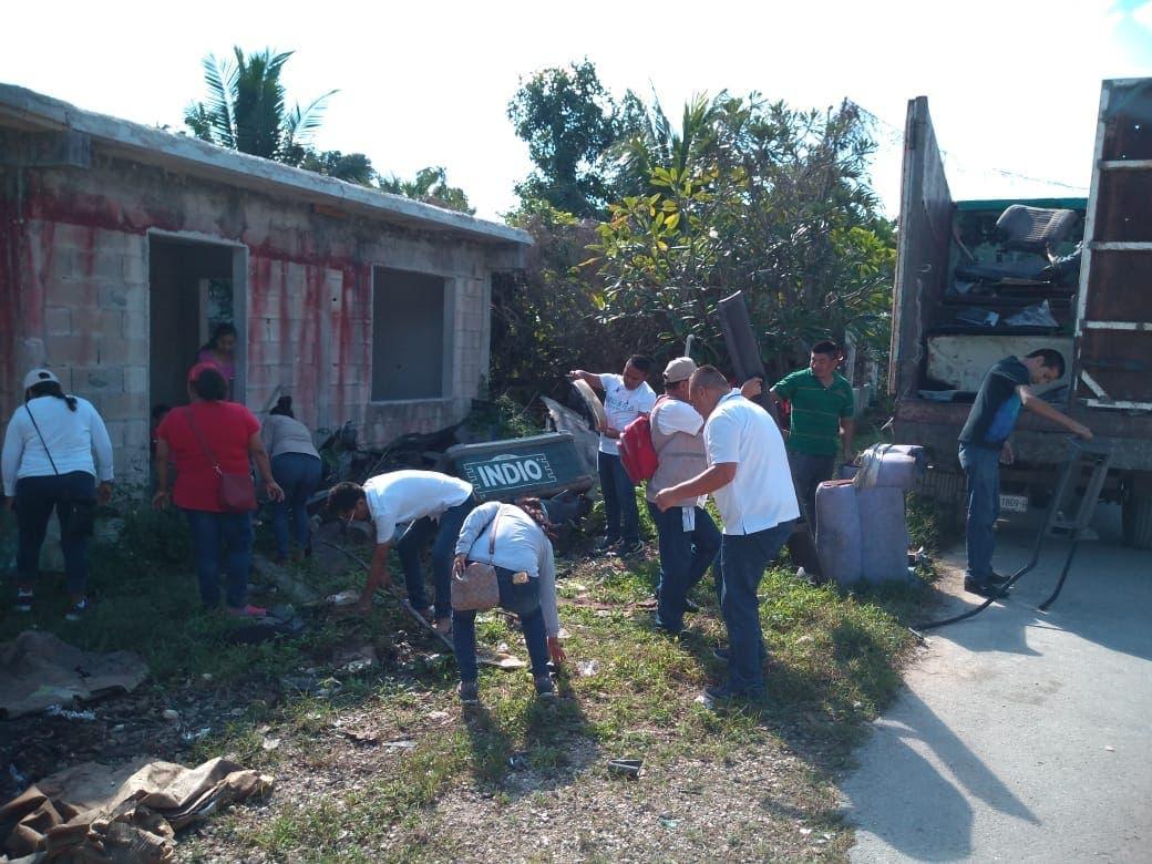 Realizan programa de salud para eliminar mosquitos en Puerto Morelos