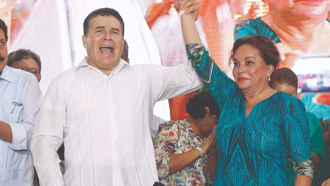 """""""Nalgazo"""" de Elba Esther a Juan Díaz; ella se acerca al SNTE"""