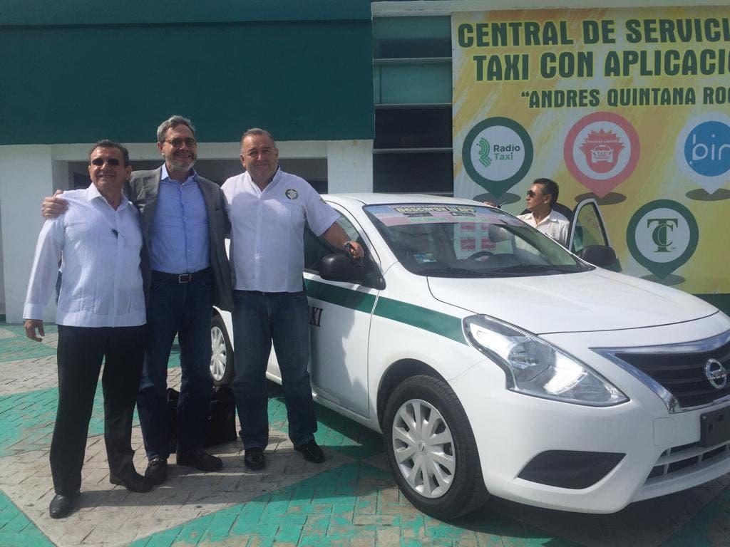 Presentan las plataformas 'Taxi Cancún' y 'Buses Inteligentes'