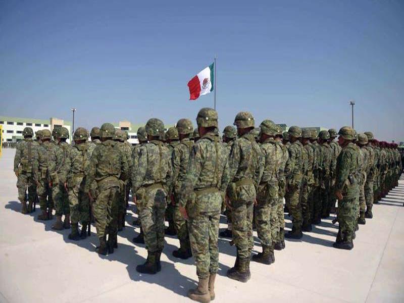 Andrés Manuel López Obrador, sostuvo un encuentro con elementos del Ejército