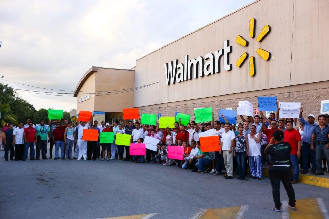 Reclaman derechos laborales empleados de Walmart