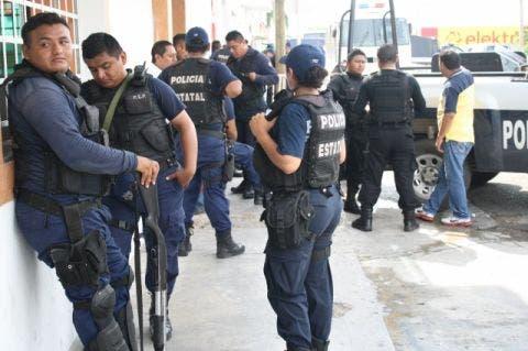 Un bono de ocho mil 800 pesos recibieron más de 800 policías pertenecientes al área preventiva, debido al concepto de riesgo del trabajo que tienen.