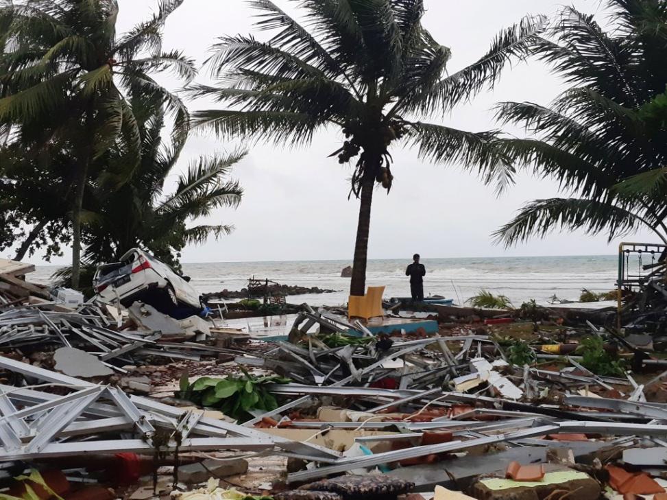 La erupción de Anak Krakatau que ocasionó el tsunami en Indonesia