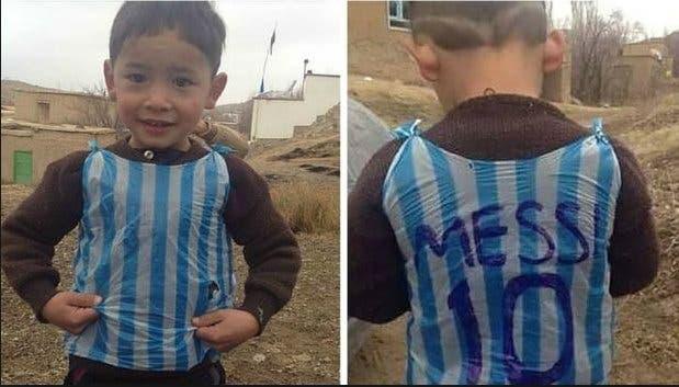 Niño que se hizo viral por hacerse playera de Messi, huye de casa