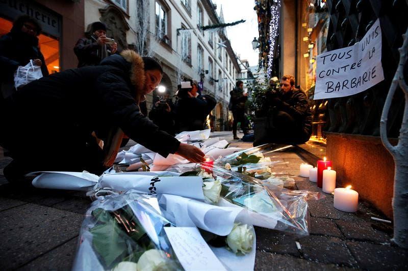 Muestras de condolencia por parte del pueblo francés para las víctimas del atentado en Estrasburgo.