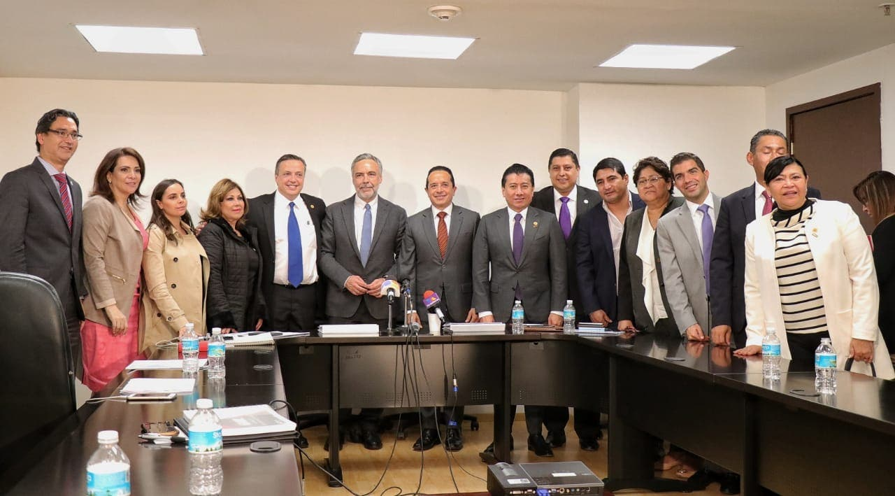 Carlos Joaquín se reúne con diputados federales