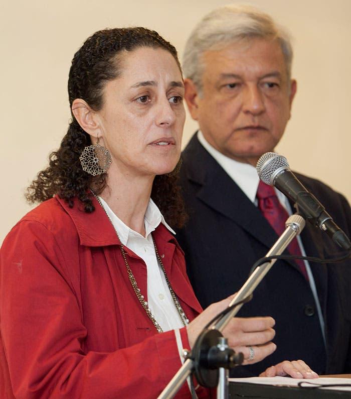 Claudia Sheinbaum y Andrés Manuel López Obrador, candidato a la presidencia de la República en 2012 durante una conferencia de prensa.