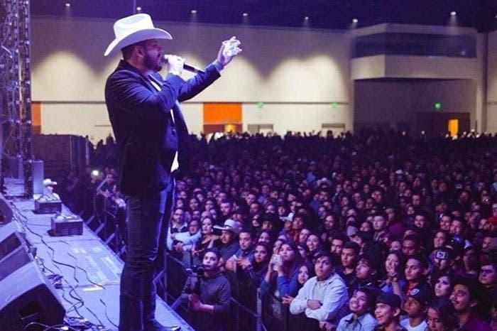 Roberto Tapia seguirá con sus shows en Michoacán