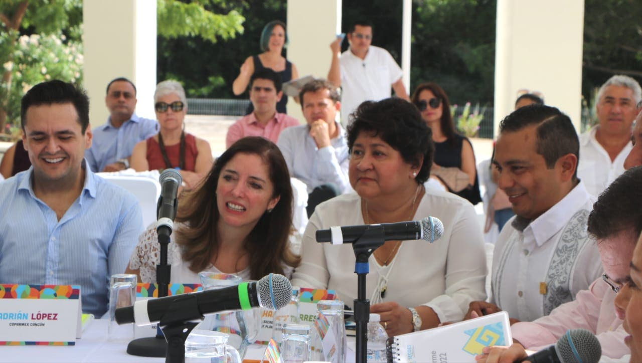 Recortarán 30% sueldo de Carlos Joaquín y su gabinete