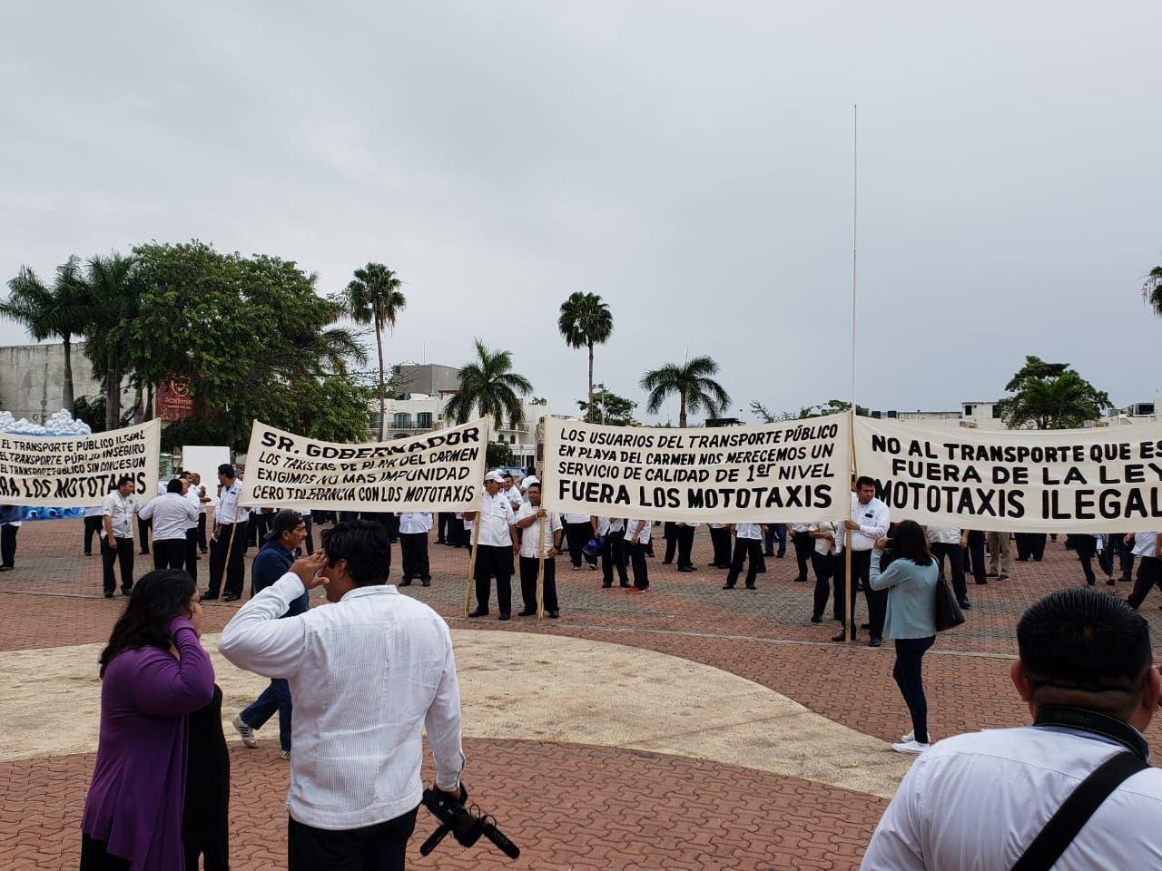 Buscan solución al conflicto entre taxistas y mototaxis en Playa