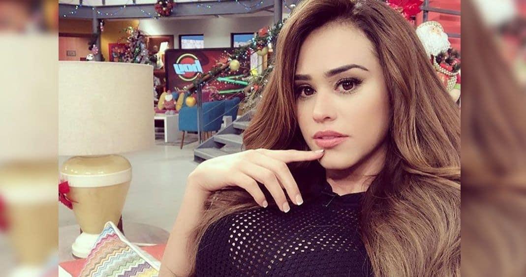 Vídeo: ¡Le tiran! Chica del clima de Televisa la critican por disfrazarse de la Virgen María