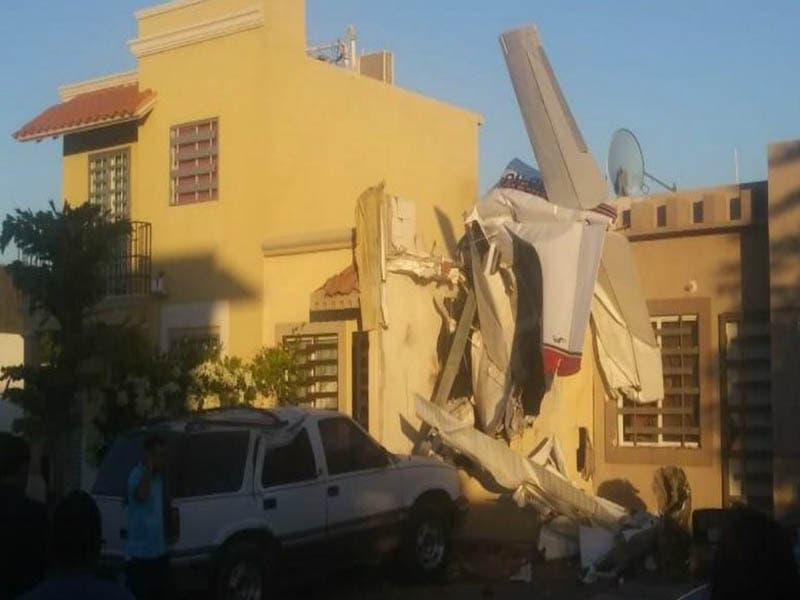 Avioneta se impacta en una casa en Sinaloa