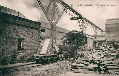 Dos imágenes de la locomotora en estudio, en la fábrica de metales Hainaut.