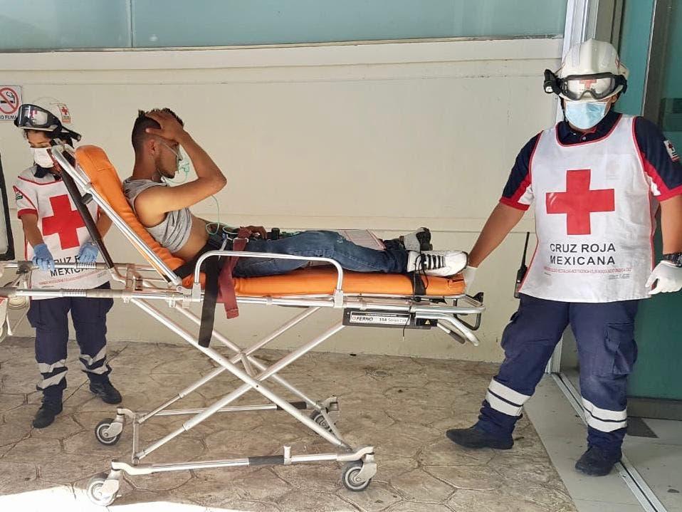 """Baleado en Cancún, lo llevan al hospital y prefirió """"escapar"""""""