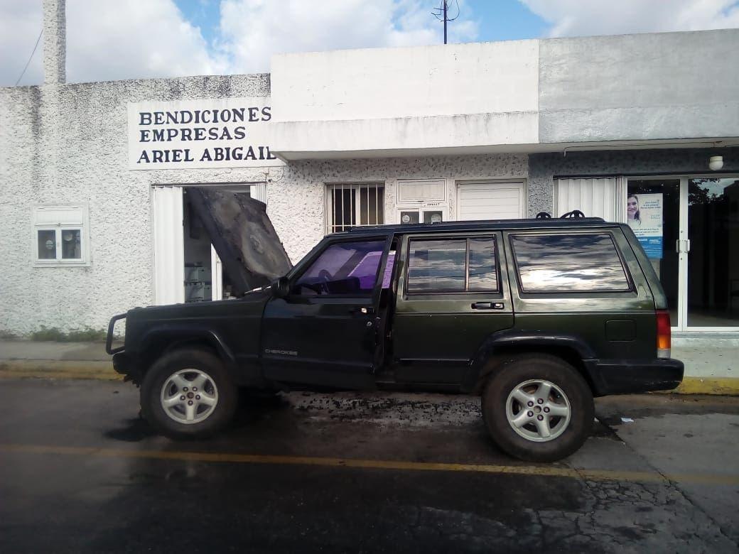 Se incendia camioneta en Cozumel