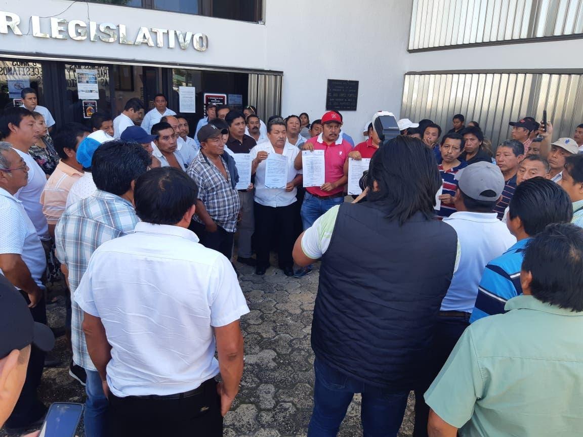 Continúan protestas de la Untrac frente al Congreso de Quintana Roo