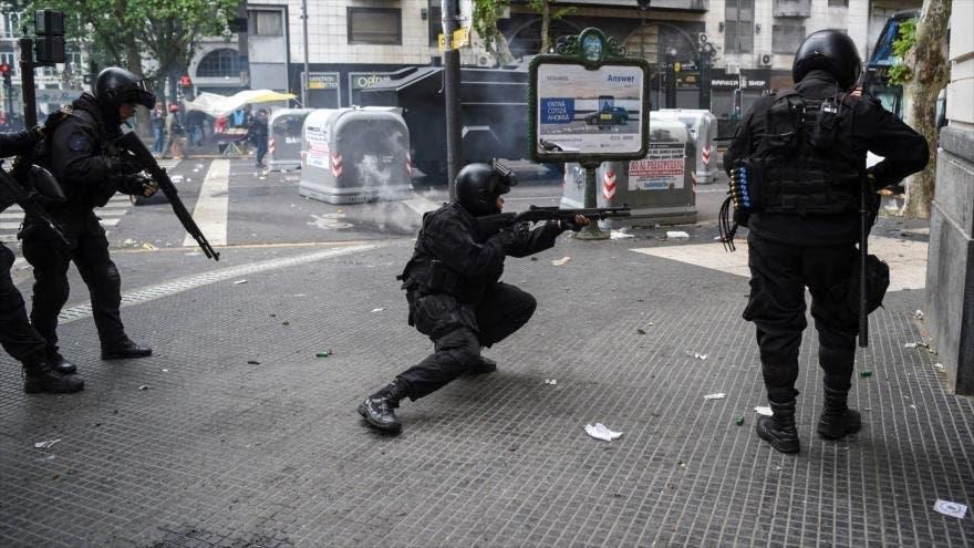 """Sorprenden a """"pareja"""" de policías teniendo intimidad en la patrulla"""