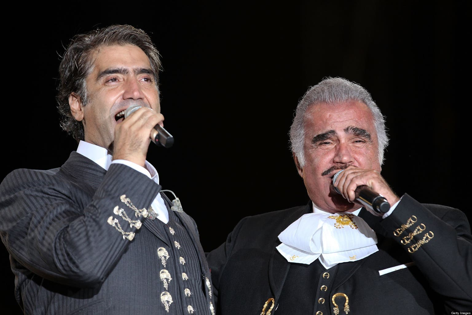 Alejandro y Vicente Fernández, dos figurones del espectáculo, aunque el hijo aún esté lejos de igualar lo logrado por su padre.