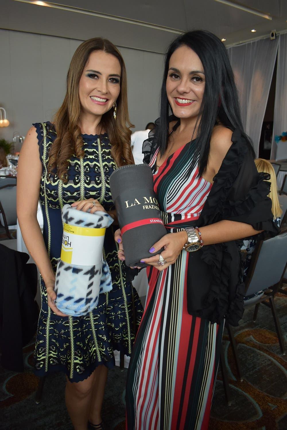 4 Areli Morales y Selene Pacheco.