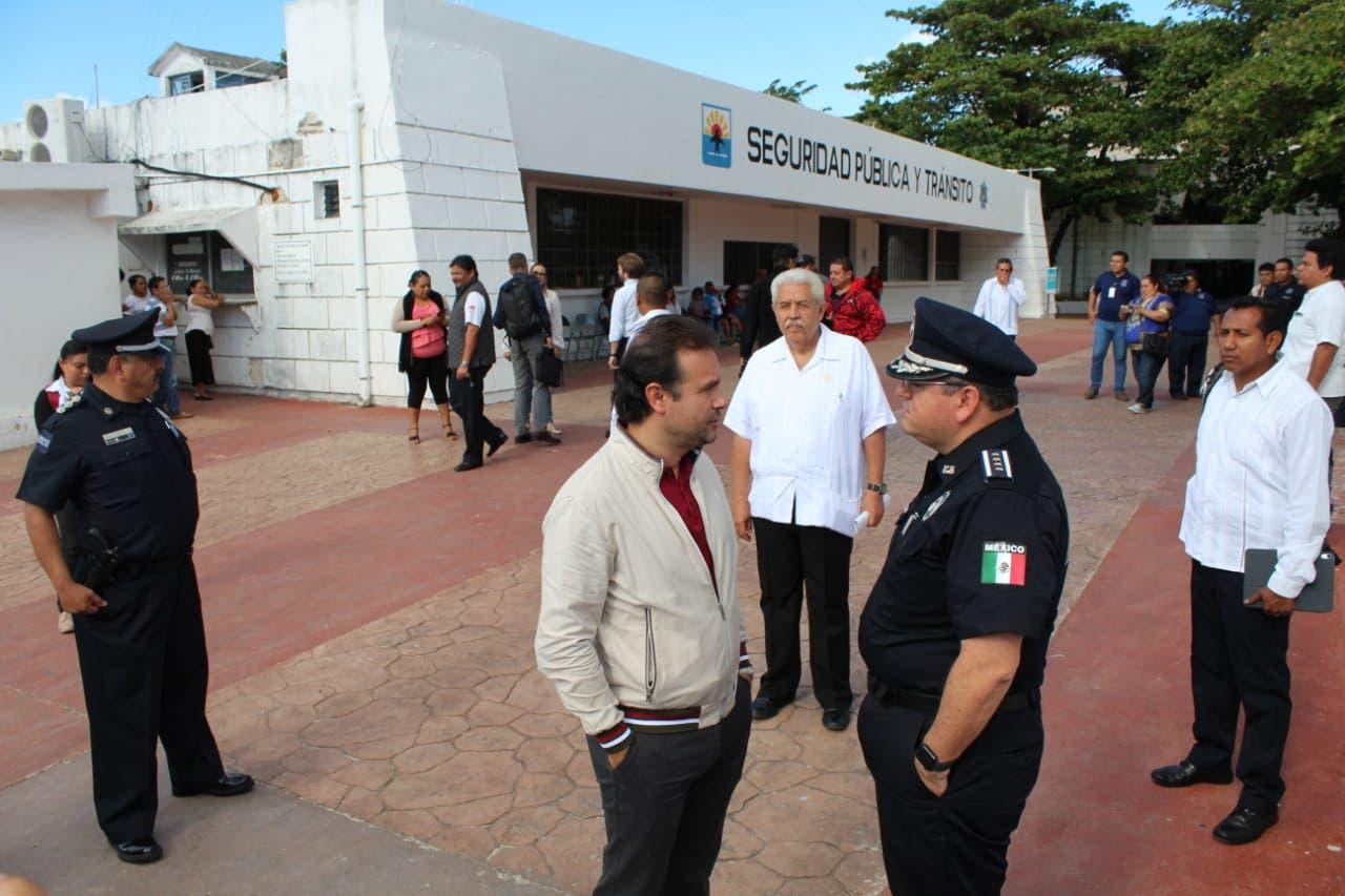 Alberto Capella, con el presidente municipal de Cozumel, Pedro Joaquín.