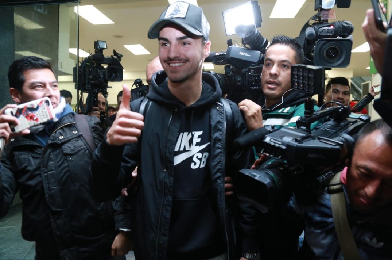 Liga MX: Así fue el arribo de Stephen Eustaquio para reportar con Cruz Azul