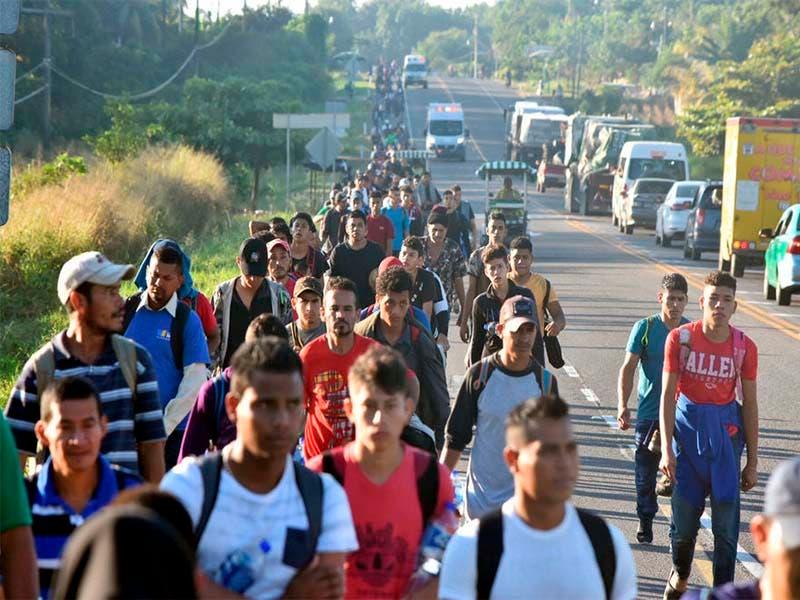 """Caravana migrante avanza en Oaxaca; continúan con """"el sueño americano"""""""