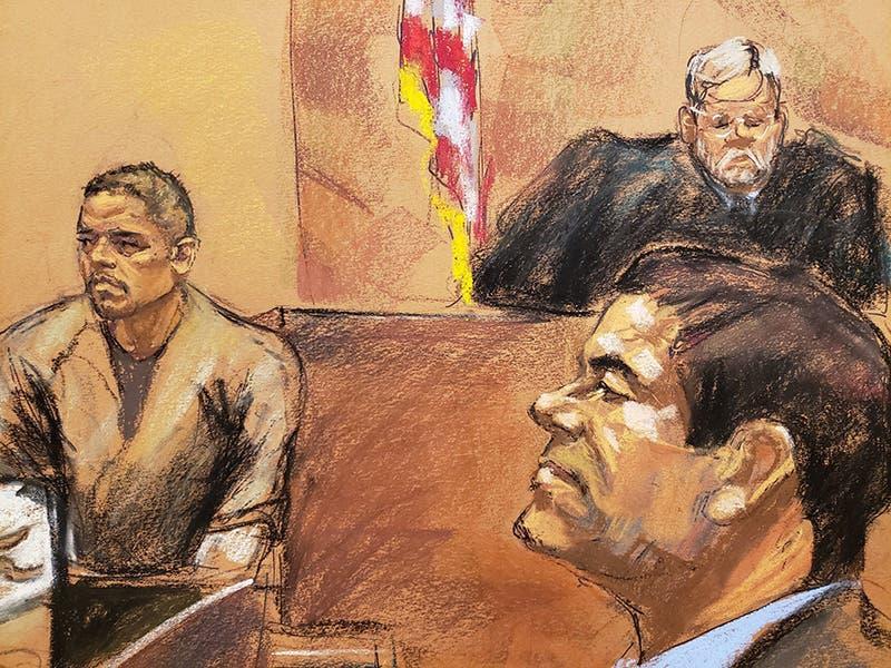 """Dibujo donde aparece Edgar Iván Galvin (izq) mientras testifica frente al juez de la corte federal de Brooklyn, Brian Cogan (arriba), en presencia del narcotraficante Joaquín """"El Chapo"""" Guzmán."""