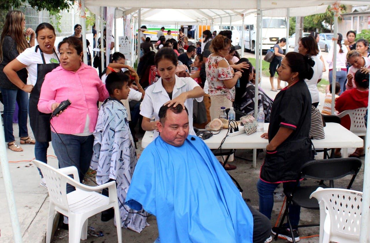 DIF acerca servicios gratuitos y atención integral a familias cancunenses