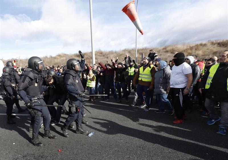Huelga de taxis en Barcelona y Madrid por Uber y Cabify