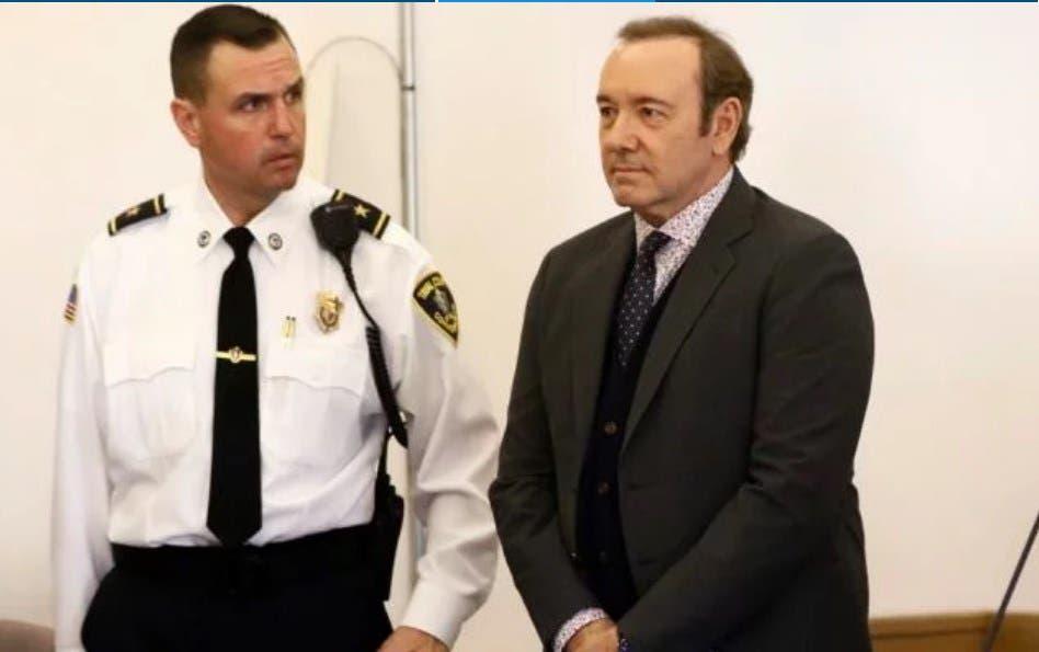 Kevin Spacey libra pisar la cárcel al pagar fianza y no irá a nueva audiencia de Marzo