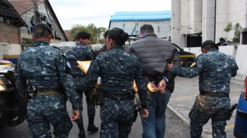 Miembros de la Trakalosa son detenidos en Guatemala por no declarar dólares del equipaje