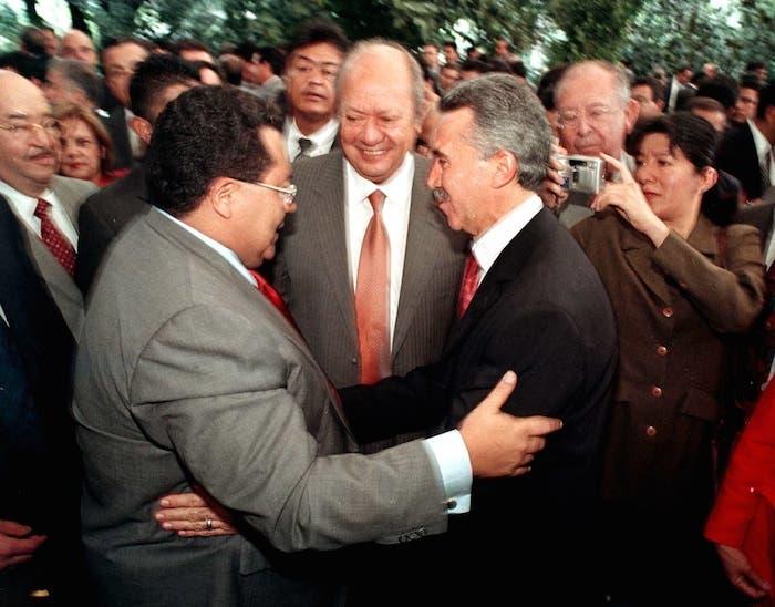 Junto a Rogelio Montemayor, ex titular de Pemex, Carlos Romero, líder sindical, y Roberto Madrazo, excandidato presidencial del PRI.