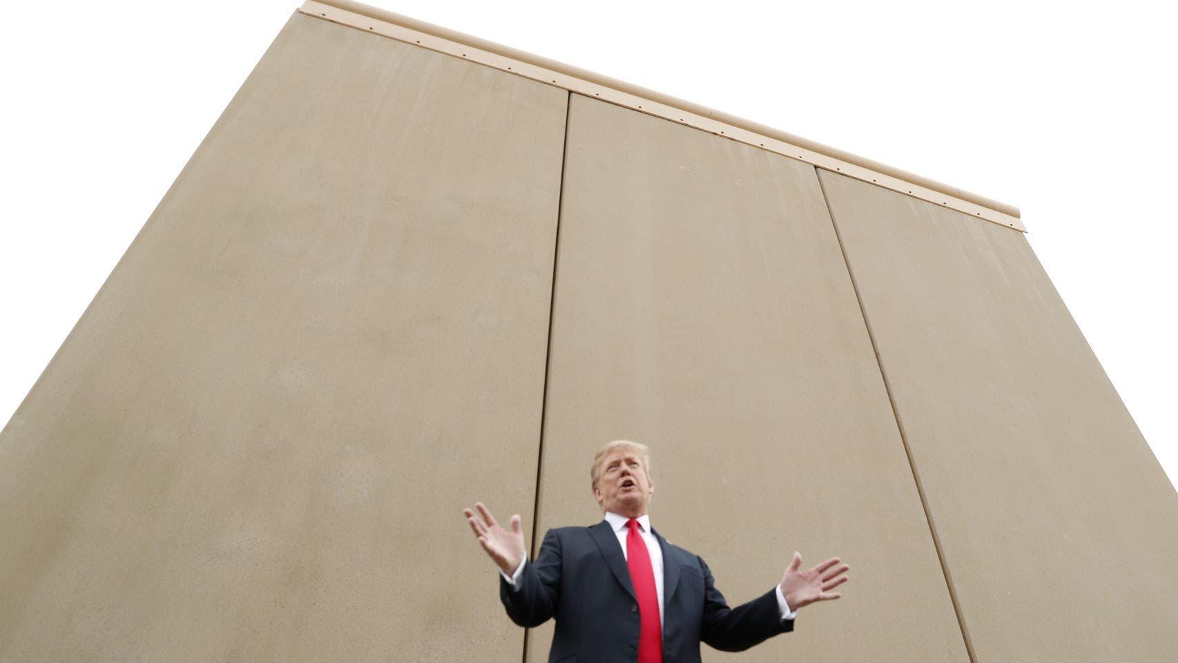 Analizan cobrar por ver porno para financiar muro de Trump