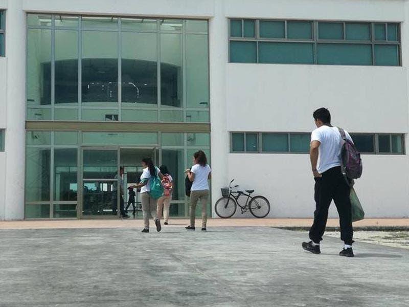 Los egresados expresaron que durante su carrera sufrieron abusos y represalias por parte del personal de la Universidad Politécnica de Bacalar.