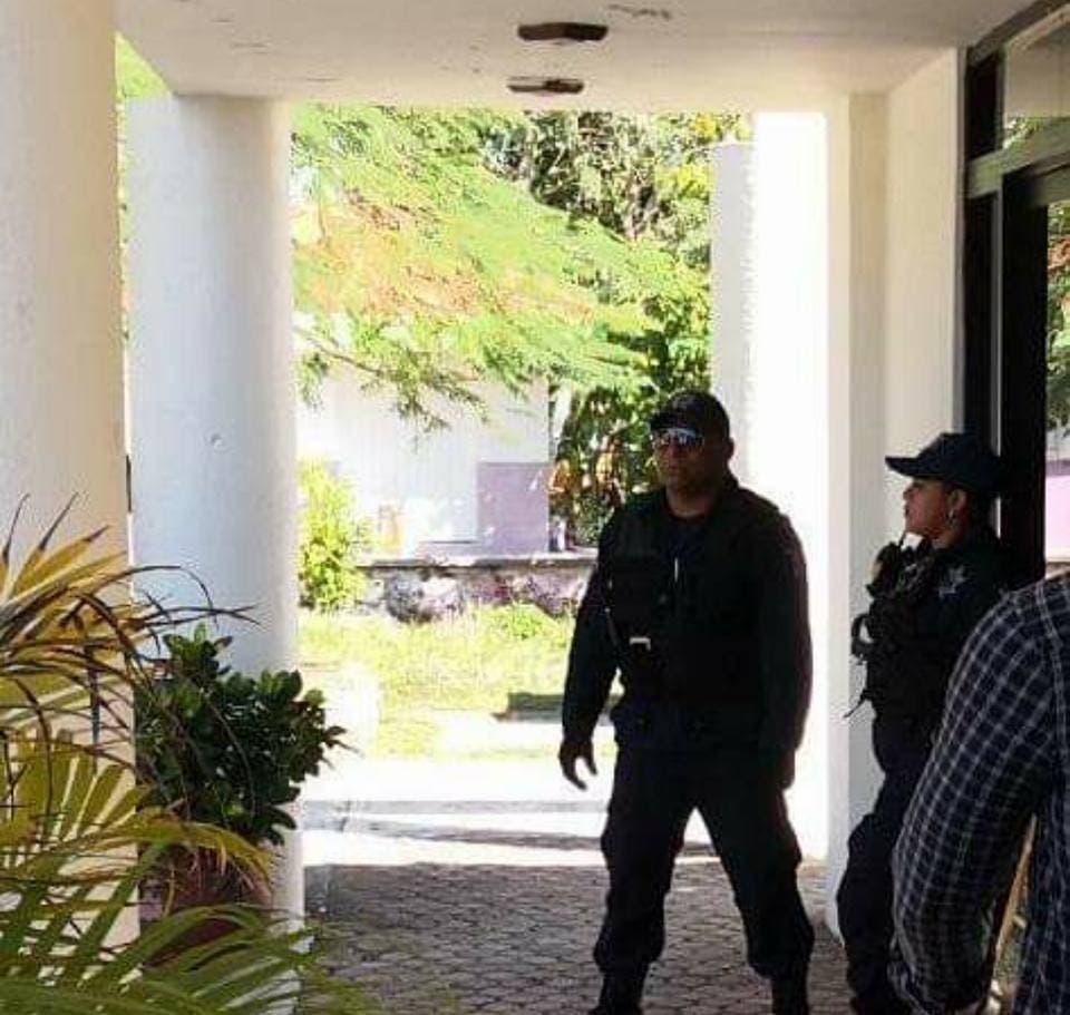 Despojo de trabajadores del ICA por fuerzas policiales