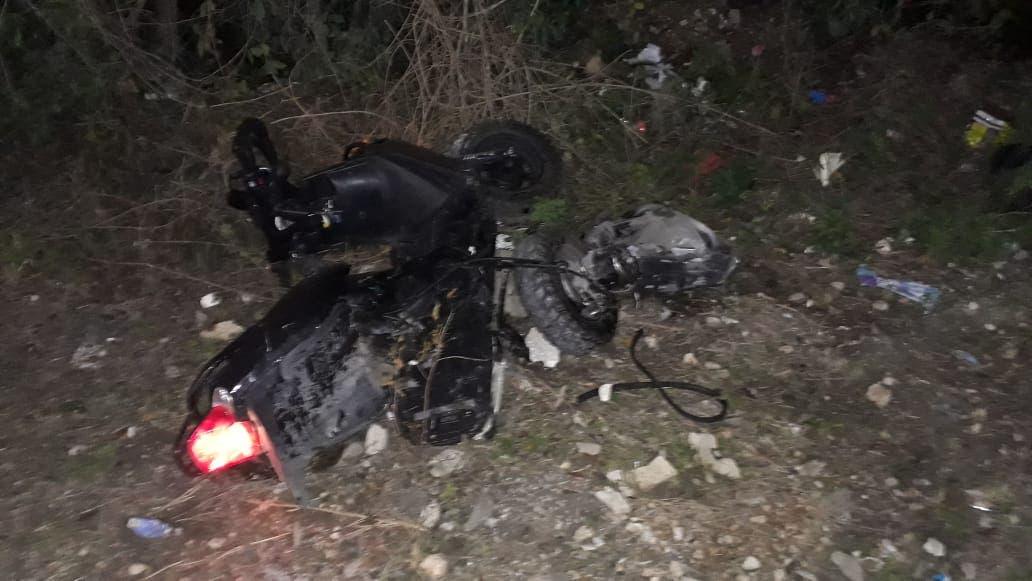 Arrollan a familia que viajaba en moto; muere una niña