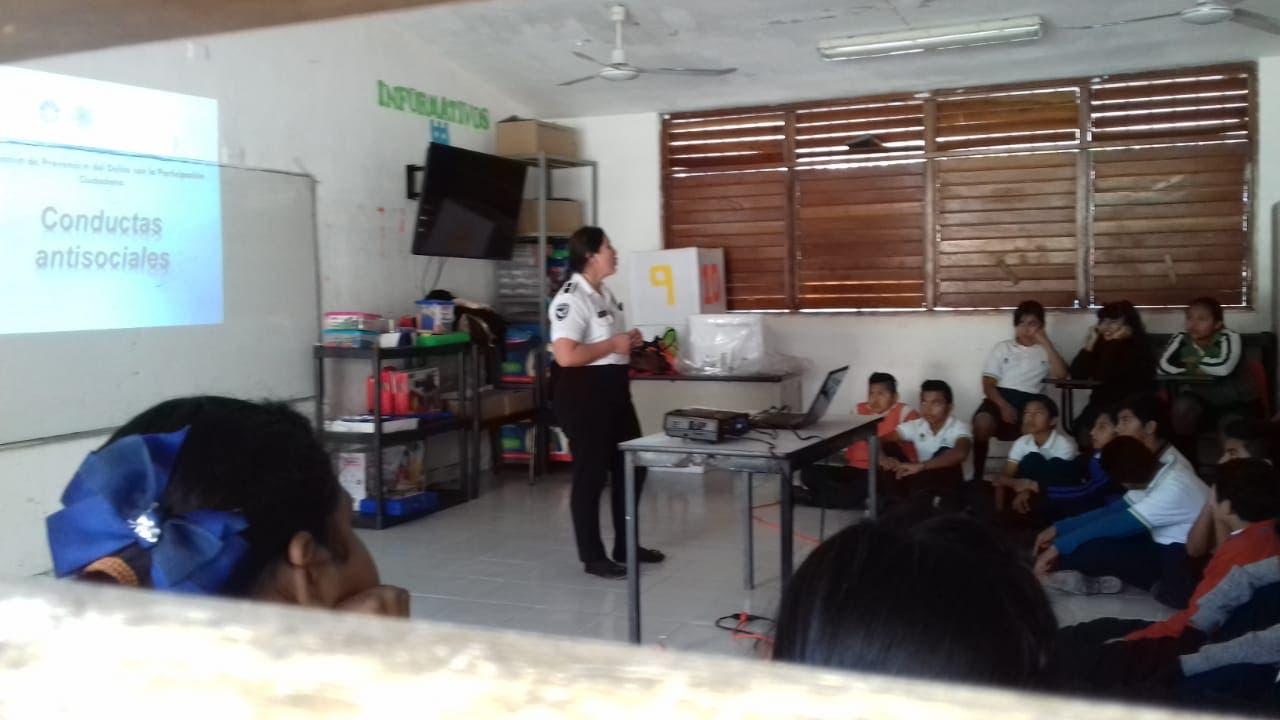 Orientan a estudiantes sobre acoso y adicciones