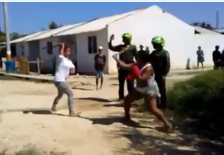 Vídeo: Mujeres se dan de machetazos y causan terror en Colombia