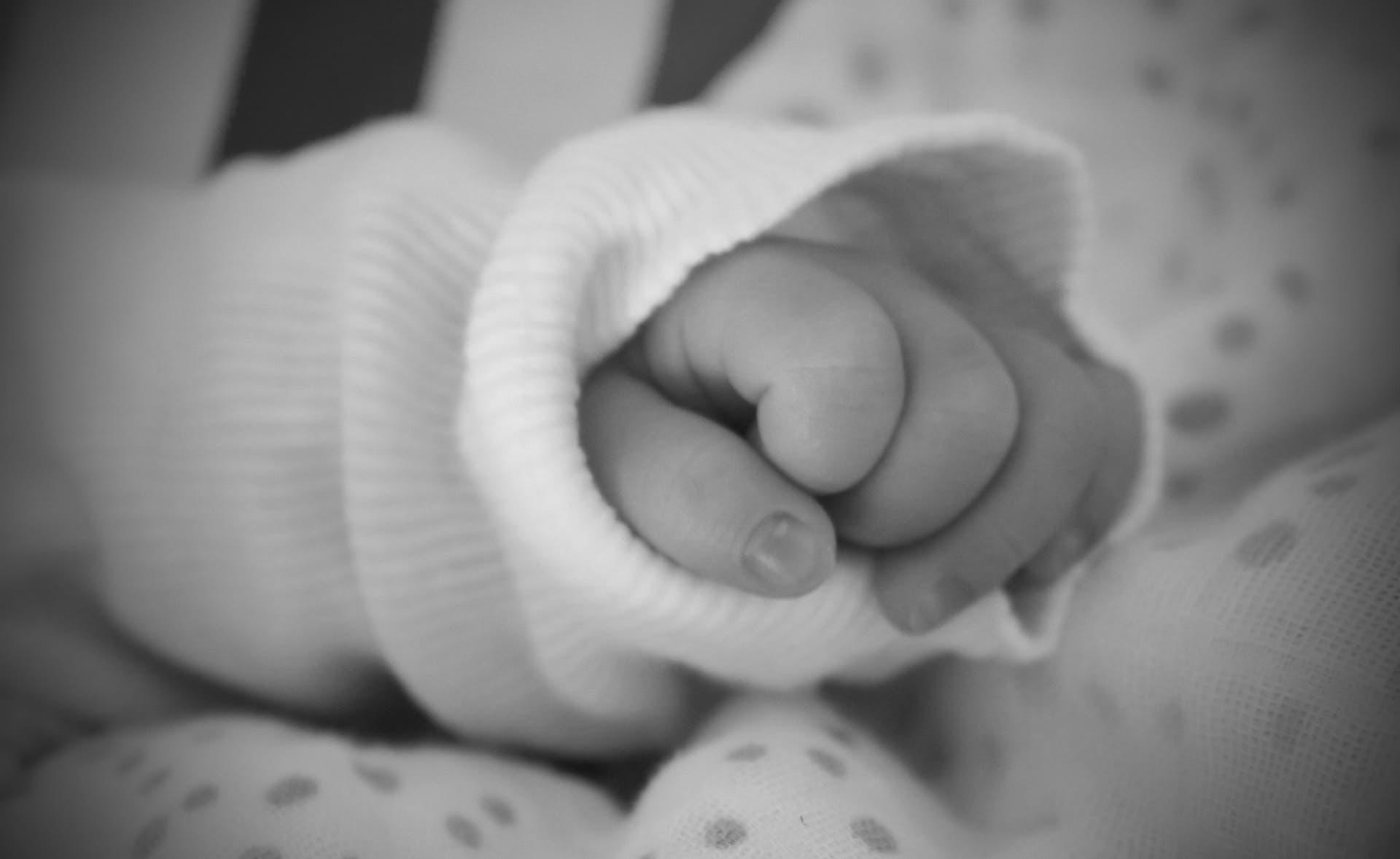 Mamá asfixia a su bebé y muere