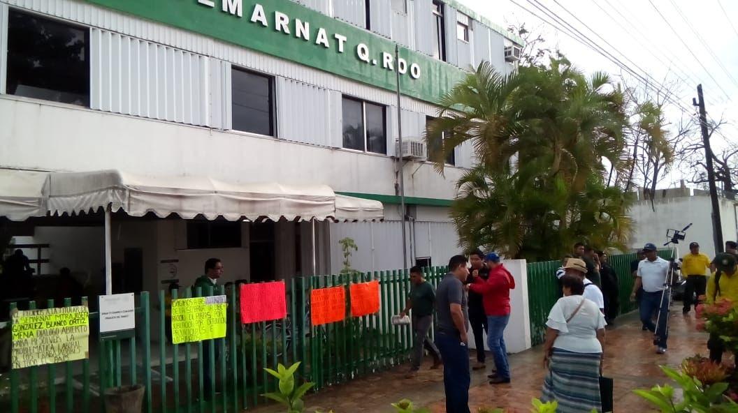 Toman instalaciones de la Semarnat en Quintana Roo