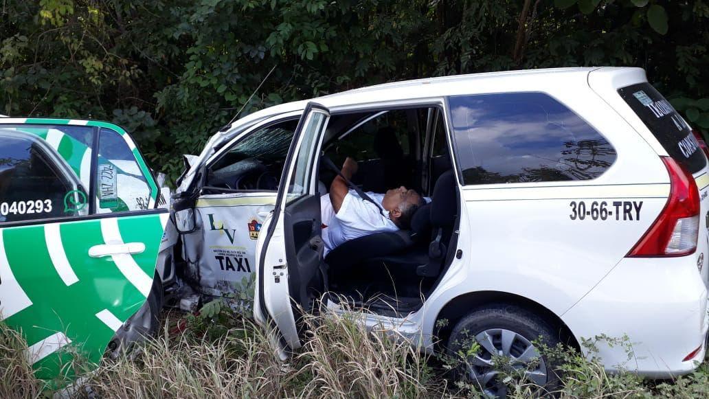Choque de taxis en Cancún deja un muerto