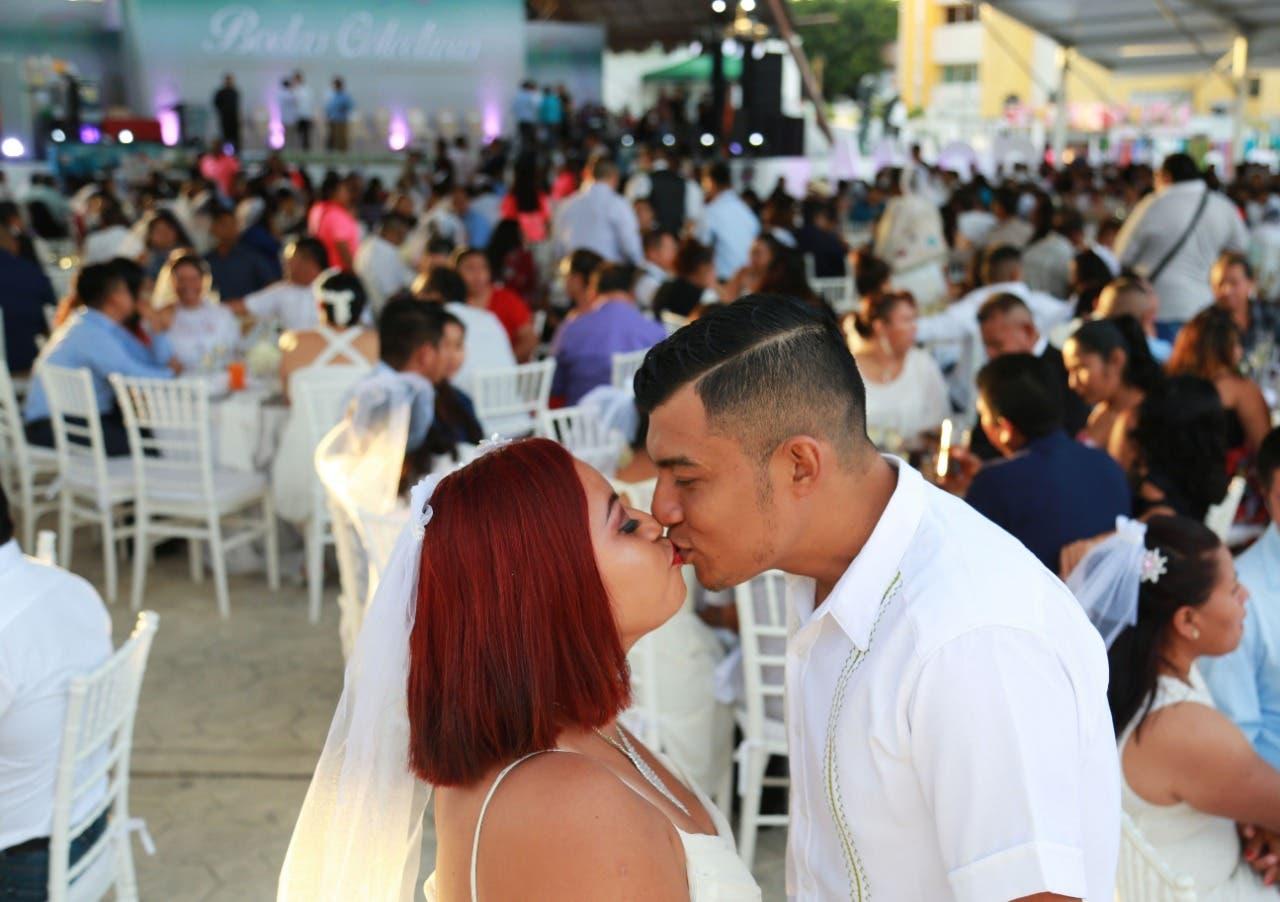300 parejas se dan el si en ´Bodas Colectivas´ de Cancún
